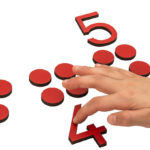 Montessori-Material Ziffern und Chips, rot
